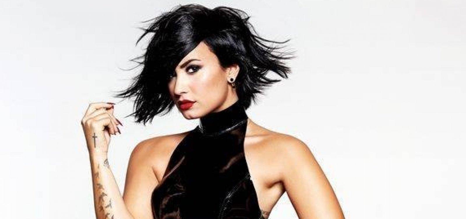 [Após três meses, Demi Lovato deixa clínica de reabilitação]