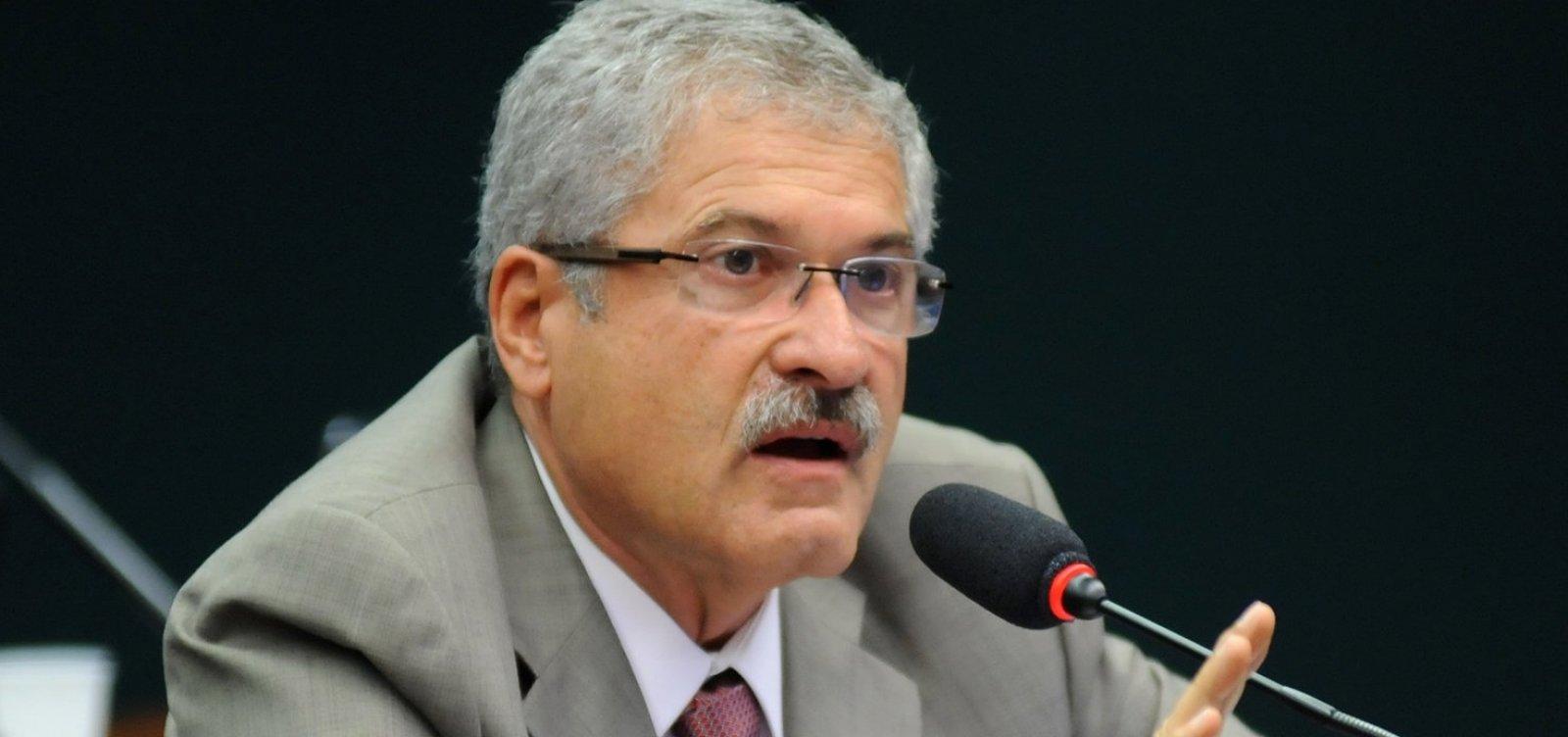 [Líder do PR diz que eventual nomeação de Magno Malta será 'cota pessoal' de Bolsonaro ]