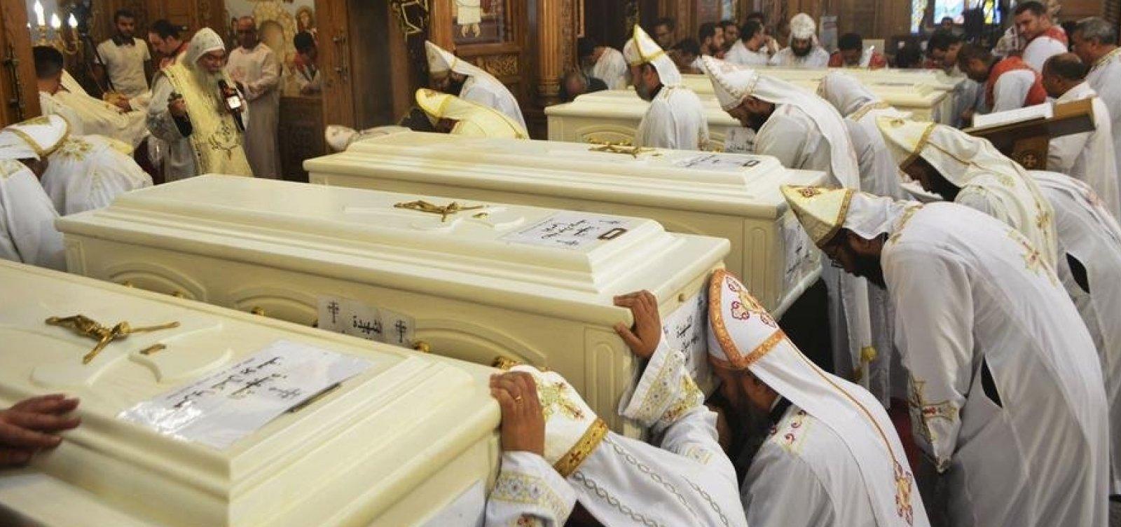 [Ataque a peregrinos cristãos deixa 7 mortos e 19 feridos no Egito]