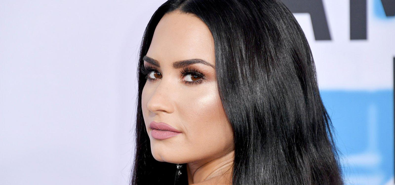 [Demi Lovato vota e volta às redes sociais após deixar clínica de reabilitação]