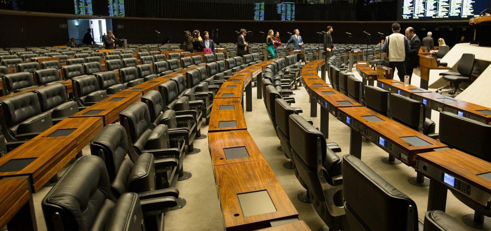 [Deputados baianos fazem 'faxina' no gabinete após perder eleição]