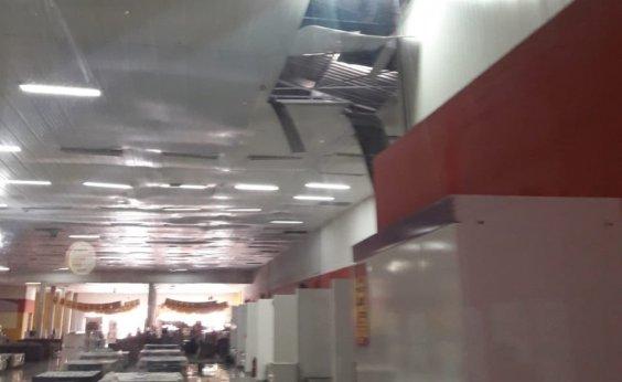 [Teto caído assusta clientes na Ricardo Eletro do Largo de Roma]