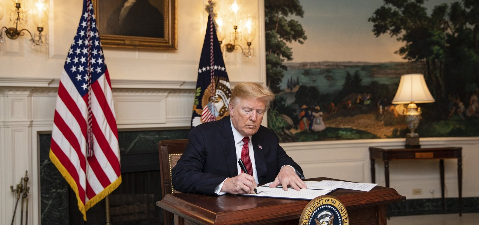[Trump assina ordem imigratória que impedirá imigrantes ilegais de pedir asilo]