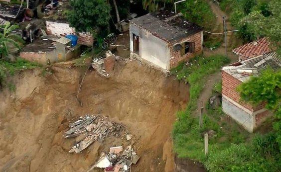 [Deslizamento de terra mata três pessoas em Niterói, no RJ]