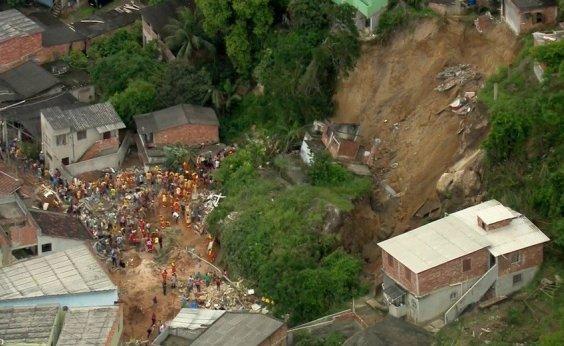 [Sobe para 14 o número de mortos em deslizamento em Niterói]