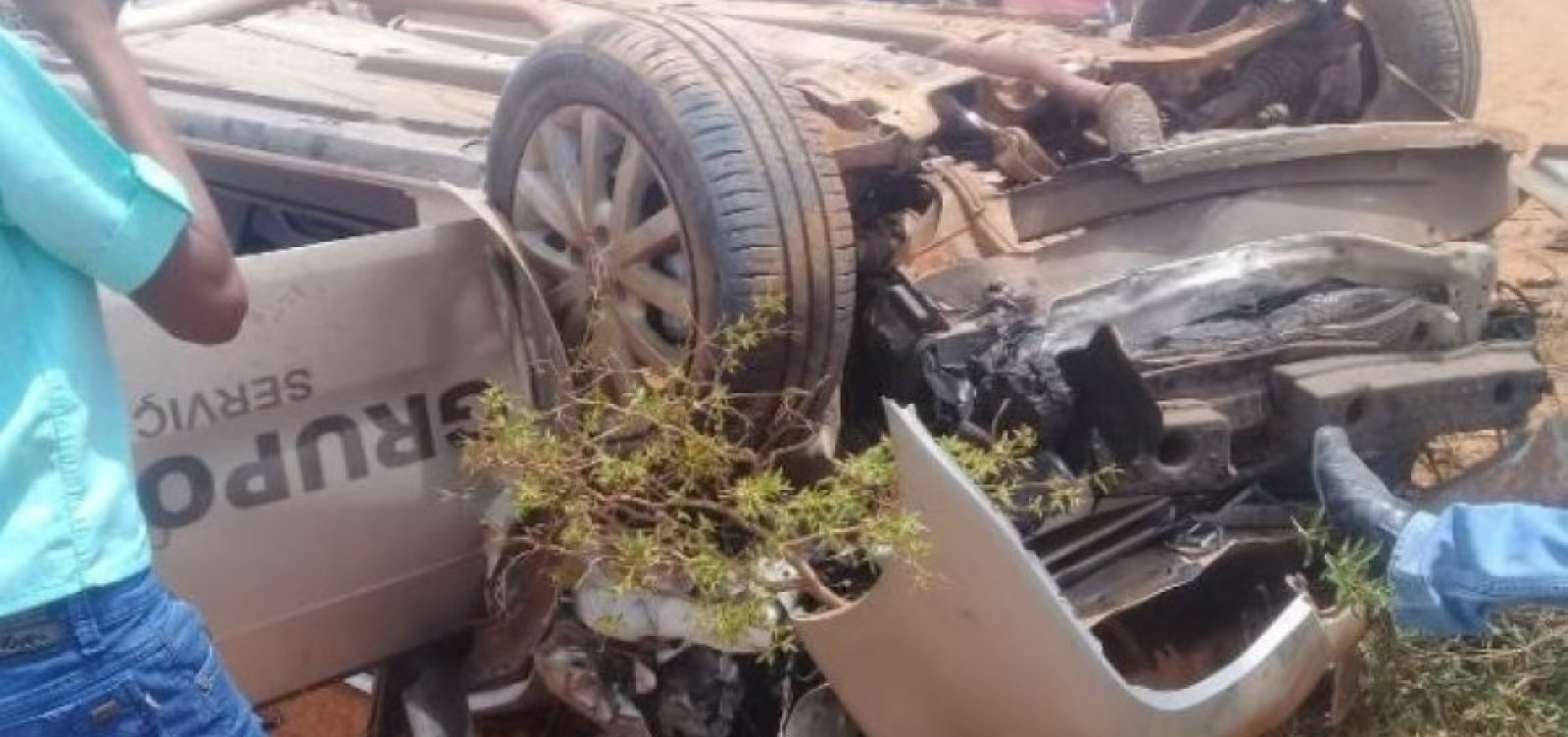 [Motorista funerário surta e provoca acidente após fugir de cemitério com corpo no caixão]