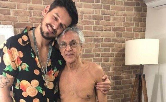 [Caetano Veloso aparece de cueca e 10kg mais magro em camarim com galã global; Veja]