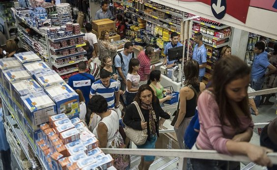 [Volume de vendas no varejo cai 1,3% em setembro, segundo IBGE]