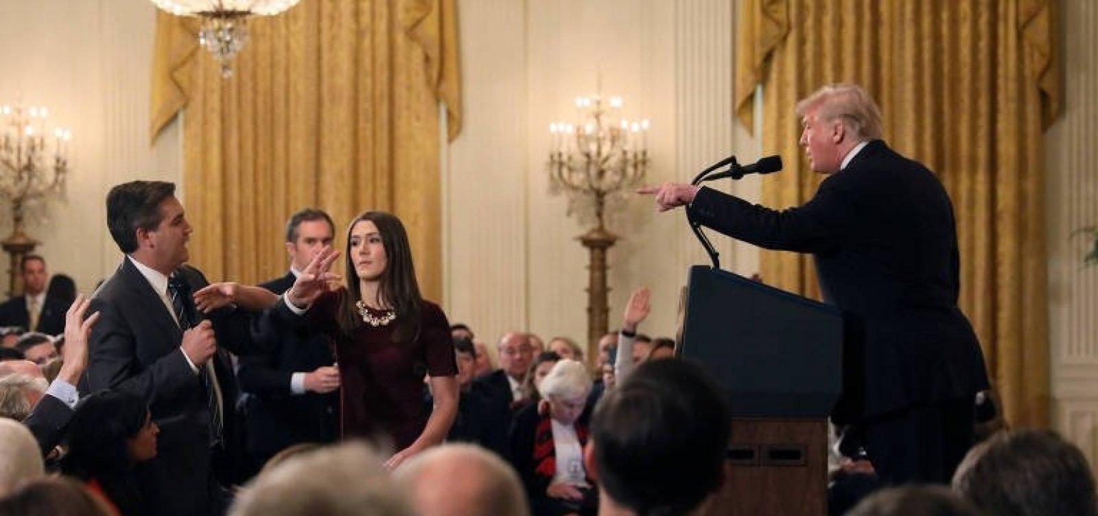 [CNN processa Trump por barrar seu correspondente e pede credencial de volta]