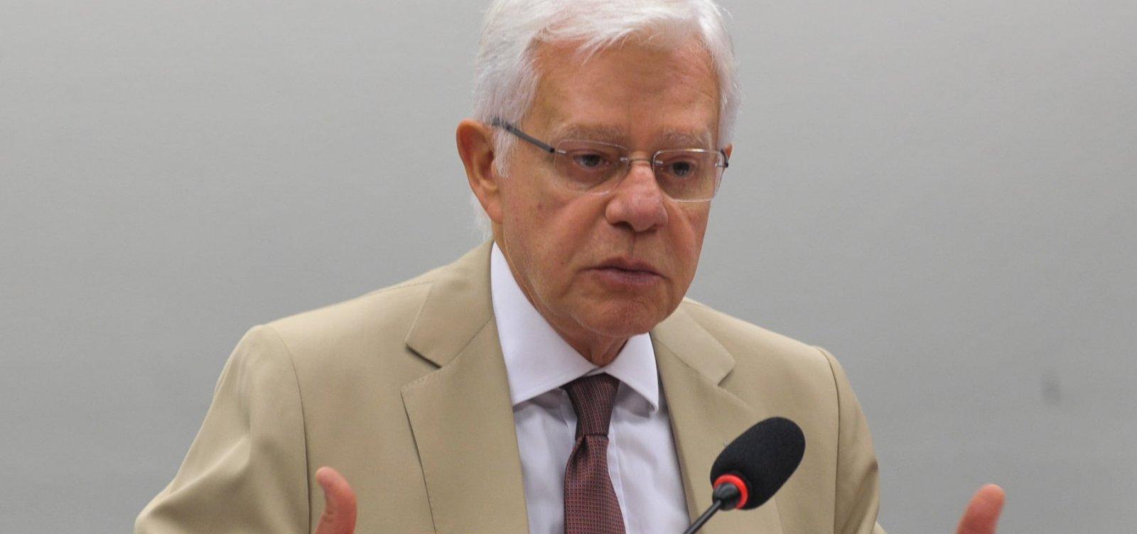 [Moreira Franco critica carga de impostos na conta de luz]