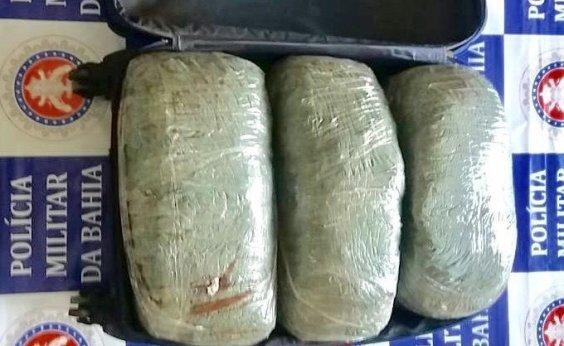 [Polícia intercepta 200 quilos de maconha dentro de malas em ônibus]