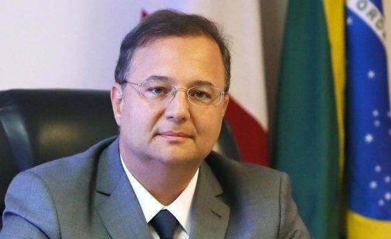 [Bolsonaro 'cumpre o que prometeu' com saída de cubanos do Mais Médicos, diz Vilas-Boas]