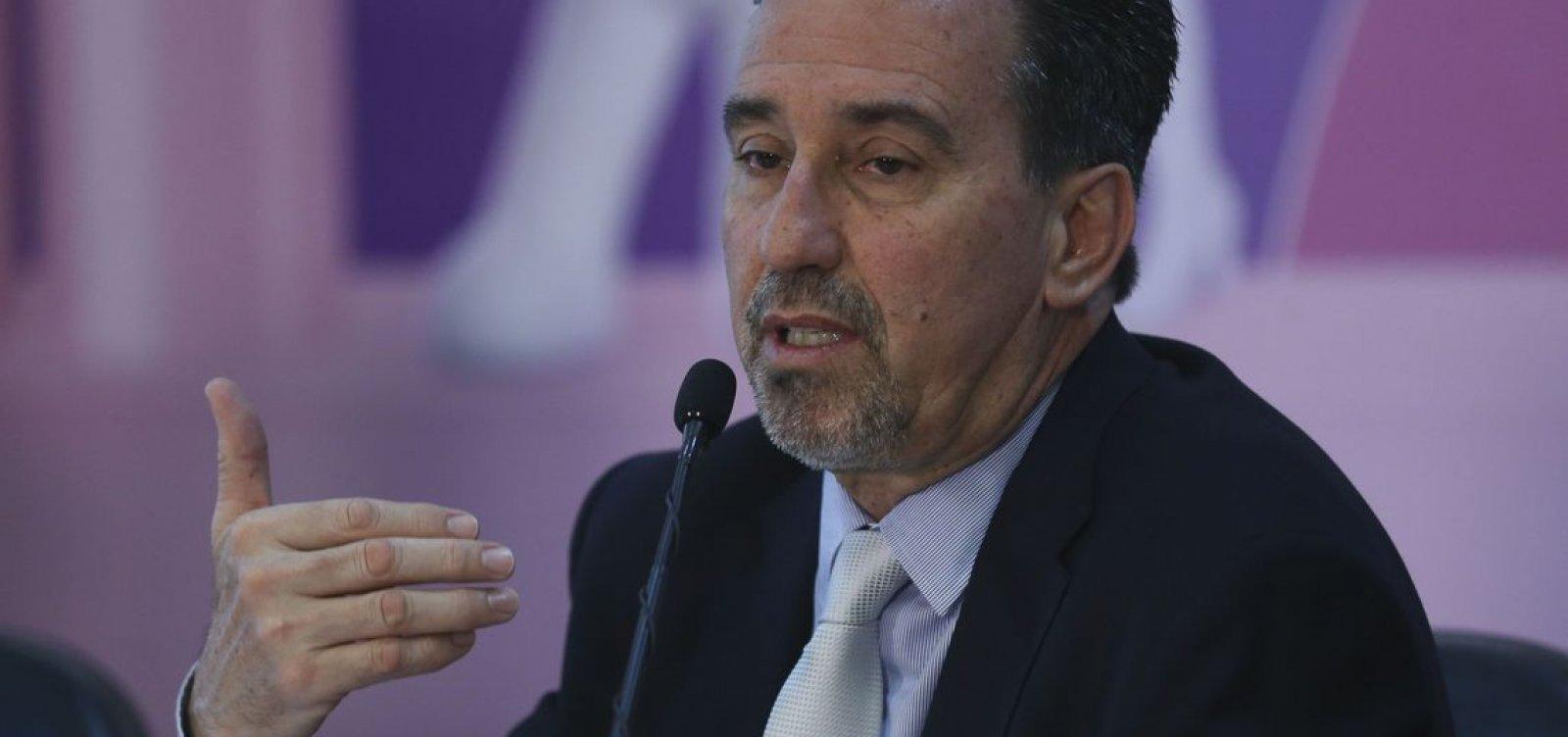 [Ministro propõe substituação de médicos cubanos por oriundos do Fies]