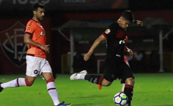 [Vitória perde para o Atlético-PR por 2 a 1 e vê Série B se aproximar]