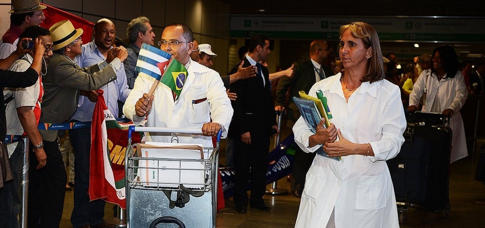 [Saída de cubanos poderá deixar 611 cidades sem médicos]
