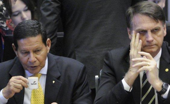 [Mourão diz que retórica de Bolsonaro 'às vezes não combina com a realidade']
