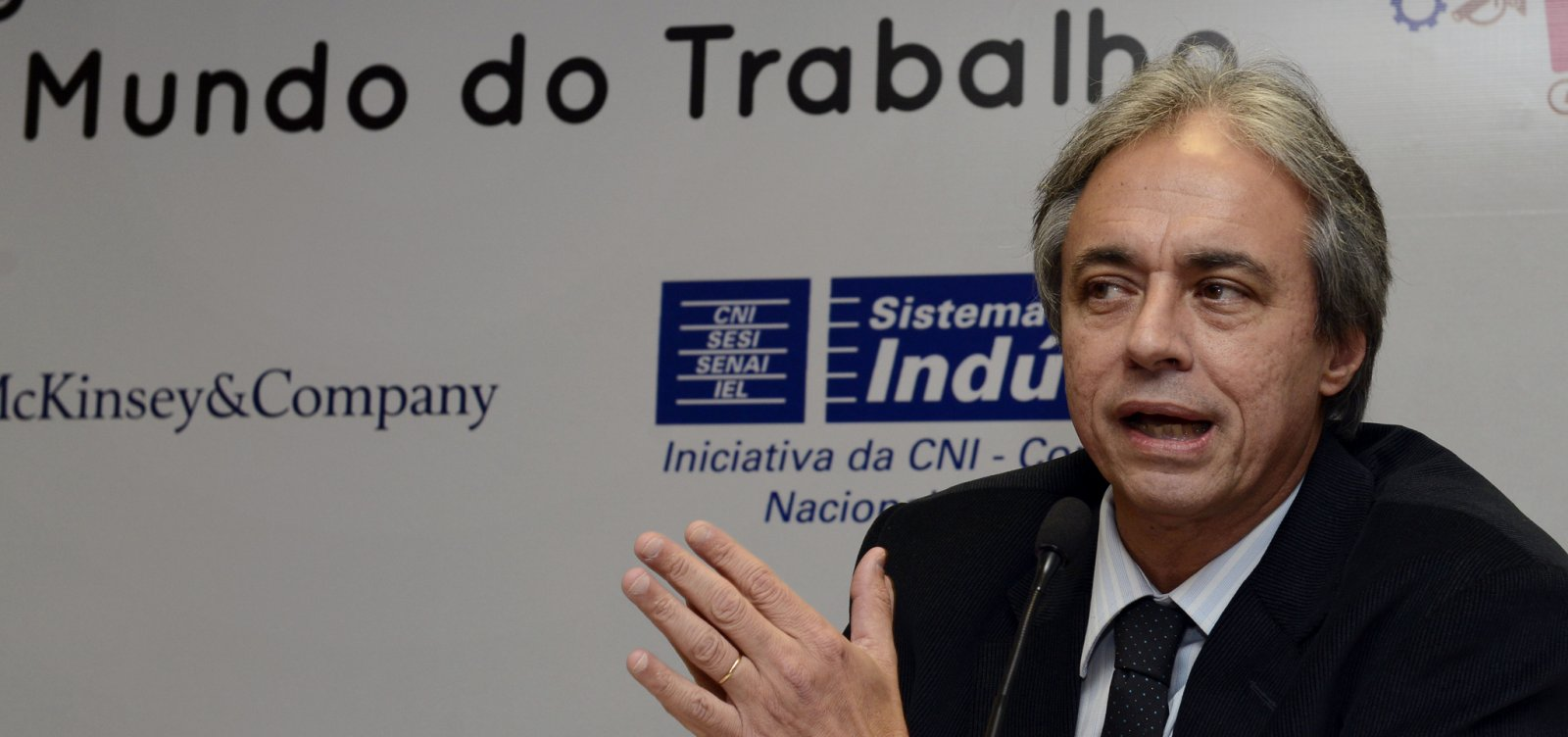 [Bolsonaro escolhe Mozart Neves como ministro da Educação]