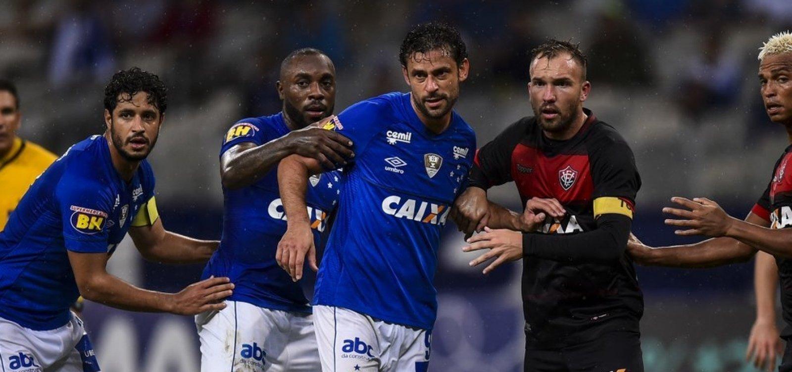 [Vitória perde para o Cruzeiro por 3 a 0 e vê Série B cada vez mais próxima]