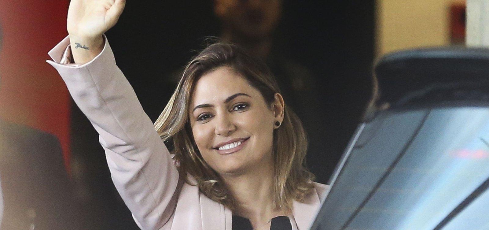 [Esposa classifica Bolsonaro: 'Um príncipe']