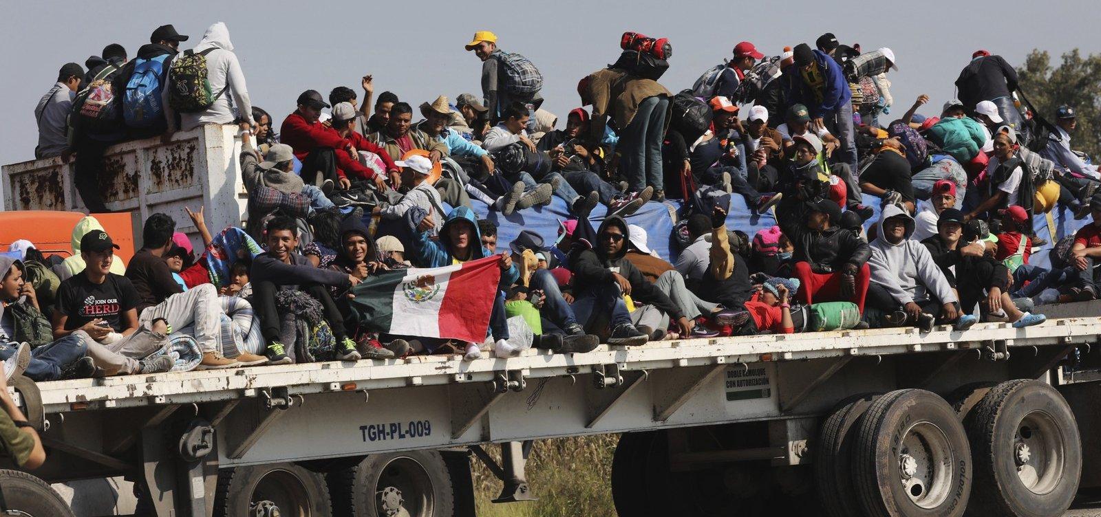 [Novo governo do México aceita mudança de política de fronteira com os EUA, diz jornal ]