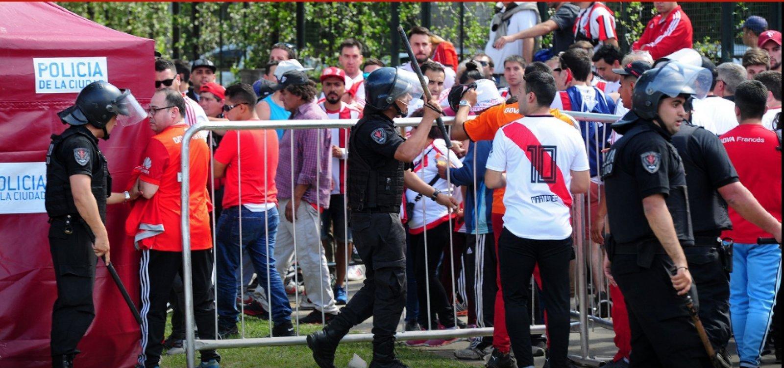 [Após ataque a ônibus do Boca, Commenbol adia final da Libertadores para amanhã]