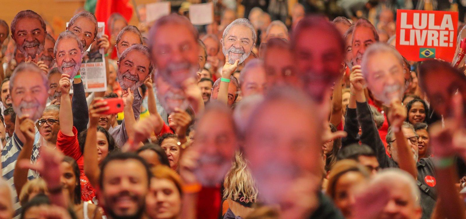 [Grupo de petistas organiza Réveillon ao lado de penitenciária onde Lula está preso]