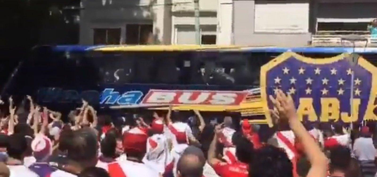 [Boca pede suspensão da final da Libertadores; jogadores reclamam: 'Que deem a taça ao River']