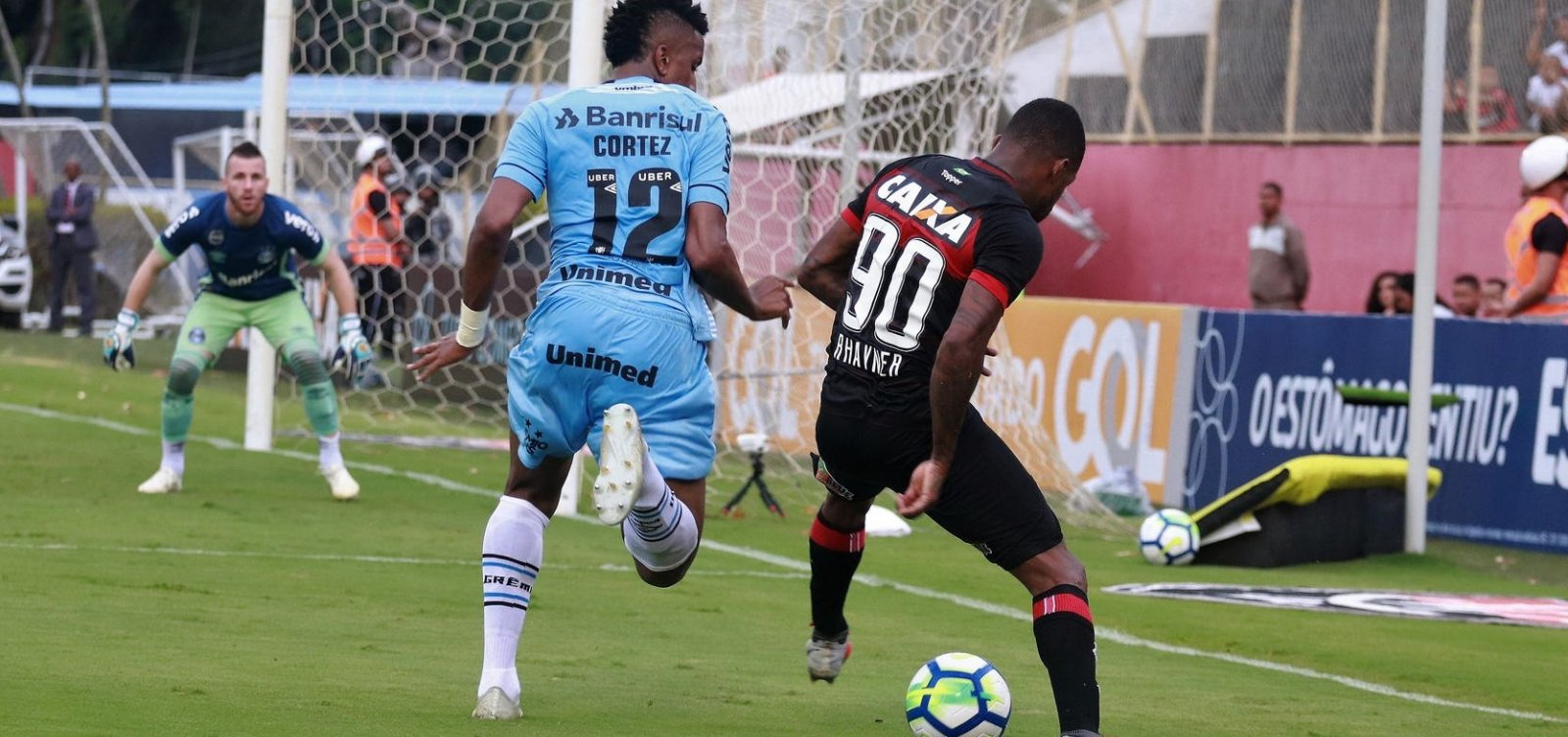 [Vitória empata com o Grêmio e está por um fio na Série A]