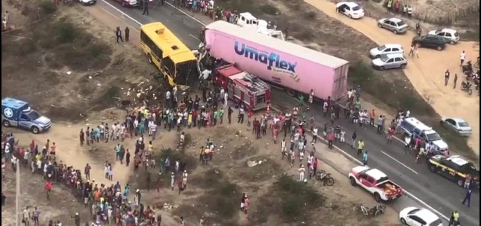 [Morre sétima vítima de acidente entre carreta e ônibus na BR-116]