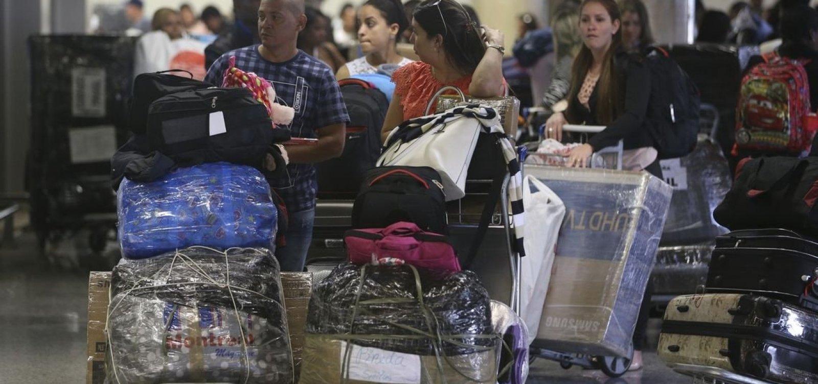 [Pelo menos 1,3 mil médicos cubanos já deixaram o Brasil]