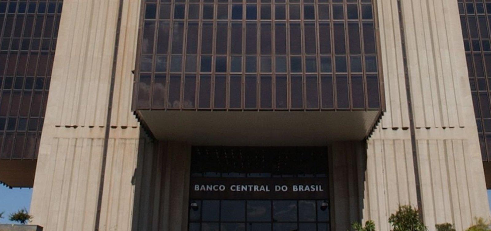 [Brasil registra superávit de US$ 329 mi nas transações correntes em outubro]