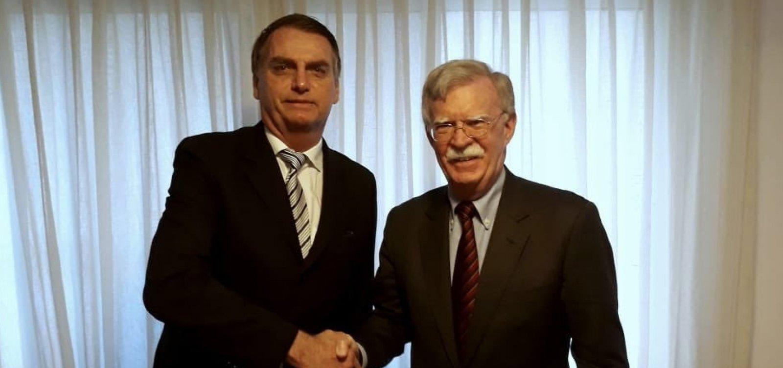 [Assessor de Trump visita Bolsonaro e convida presidente eleito a visita nos EUA]