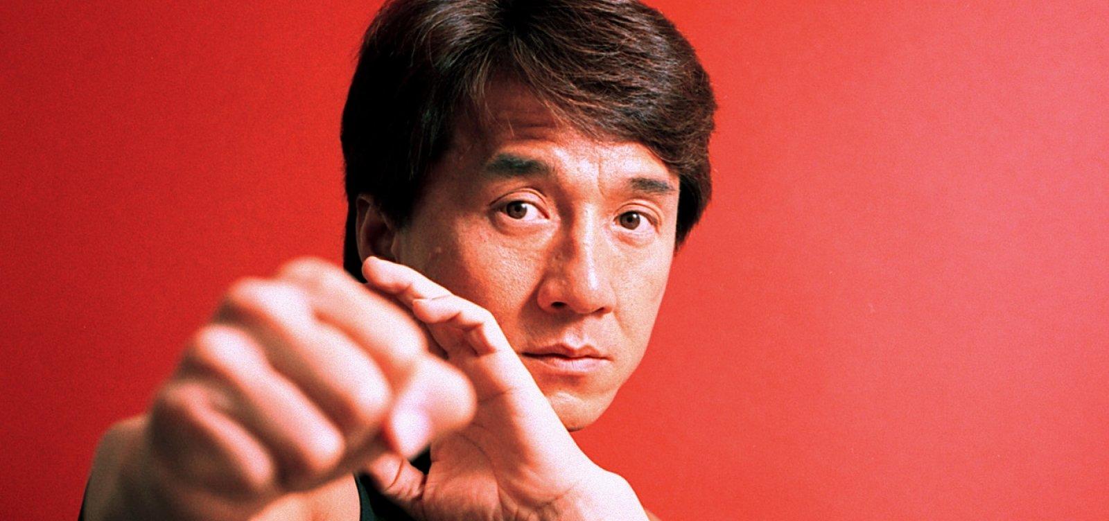 [Jackie Chan revela que quase matou o filho sufocado: 'Eu sou um completo idiota']