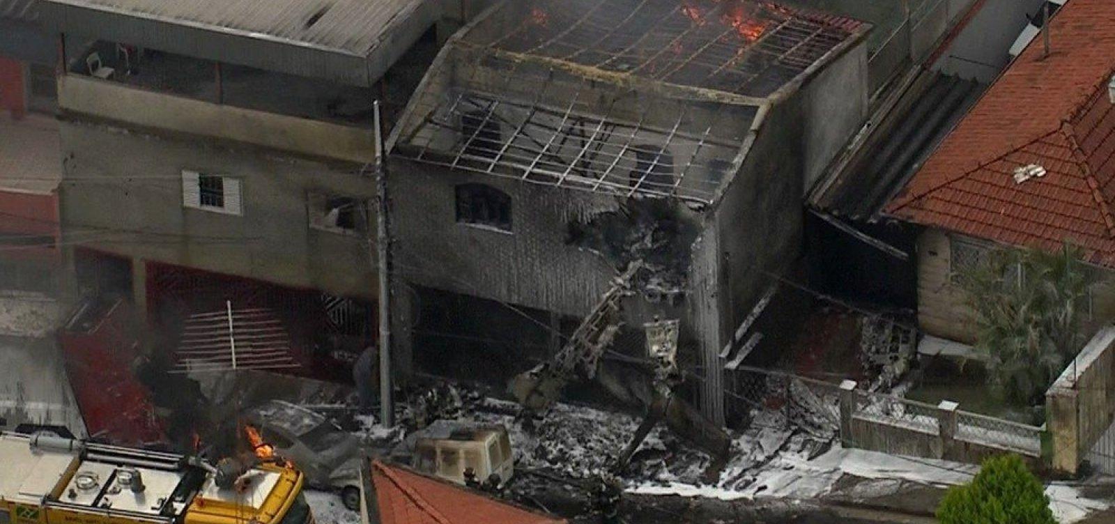 [Bombeiros informam que avião de pequeno porte cai na Zona Norte de São Paulo]