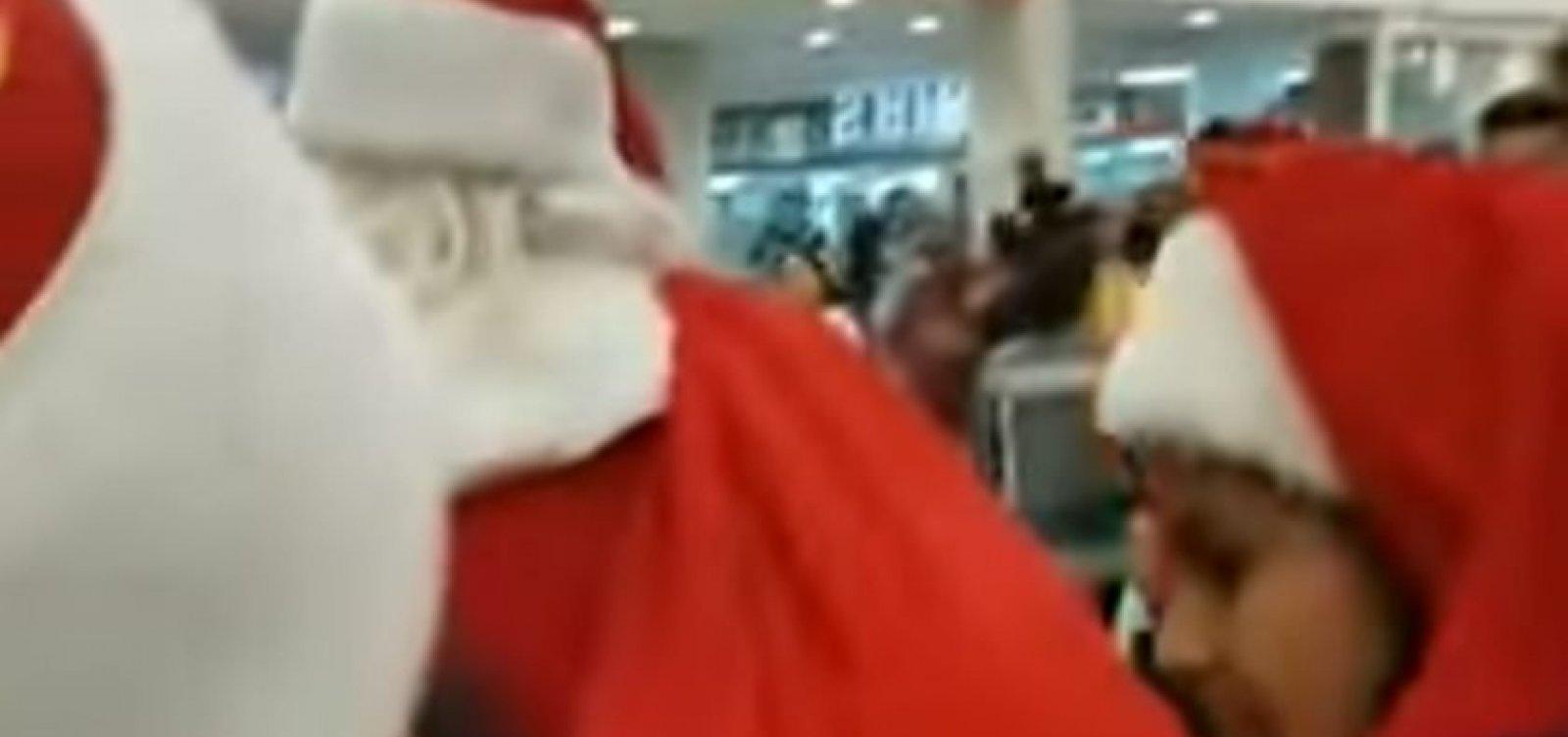[Papai Noel abandona crianças na fila e é vaiado em shopping]