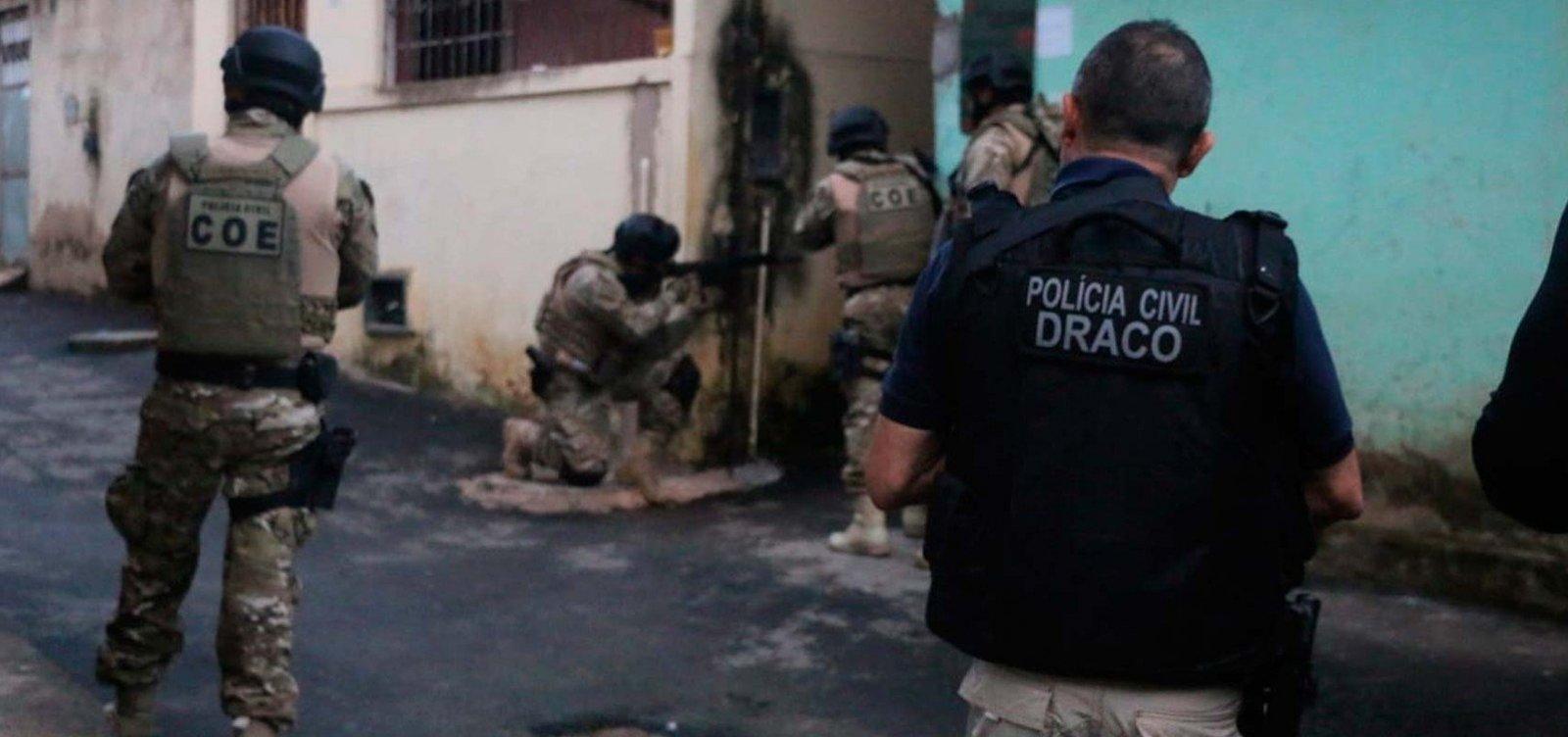 [Polícia deflagra operação de combate à distribuição de drogas e armas em Salvador]