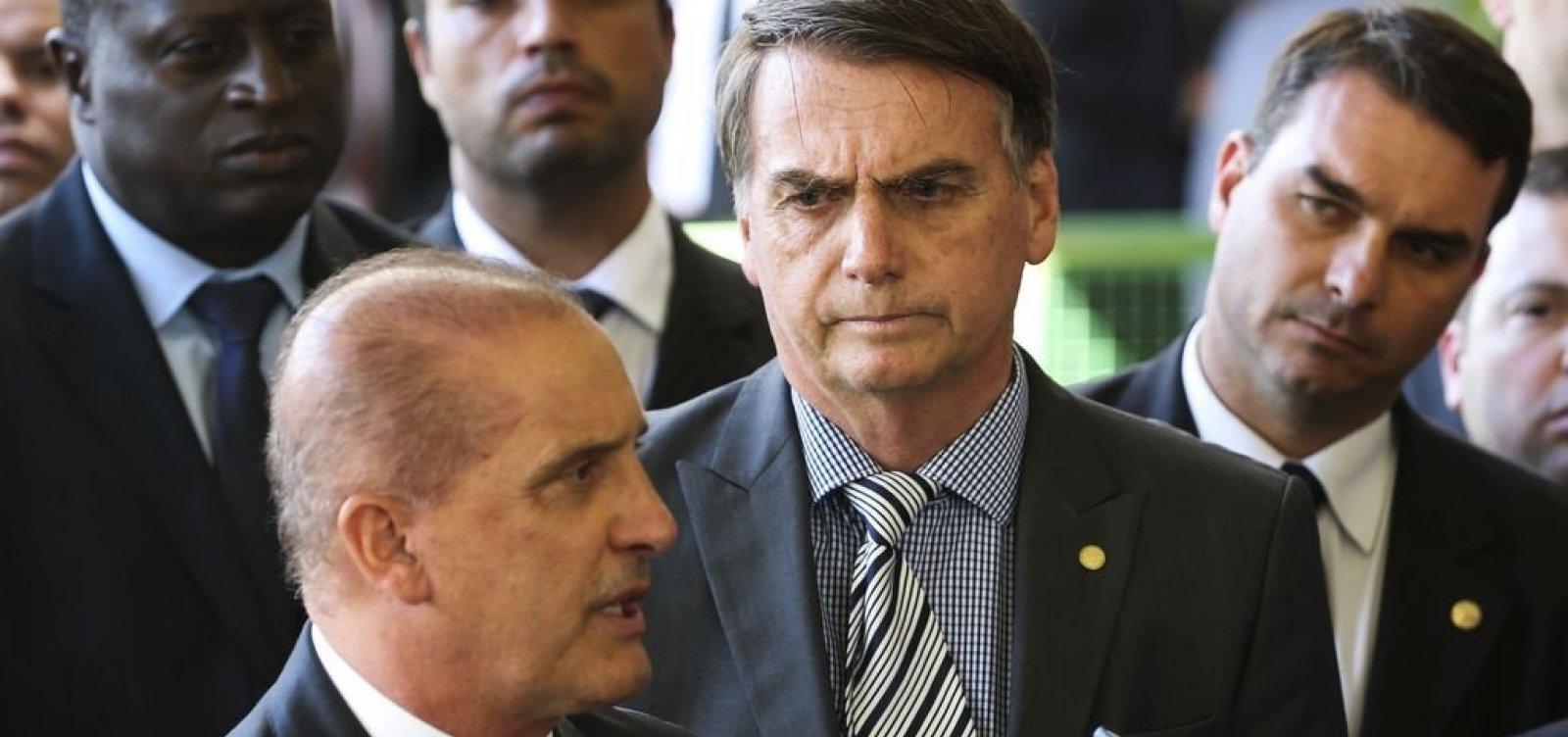 [Bolsonaro diz que vai usar caneta se houver 'denúncia robusta' contra Onyx]