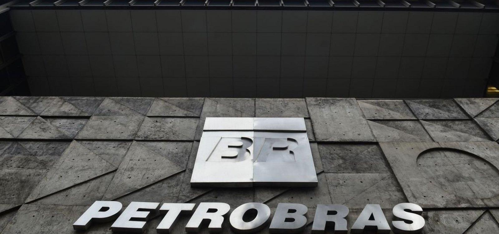 [Petrobras demite funcionários com prisão decretada pela Lava Jato]