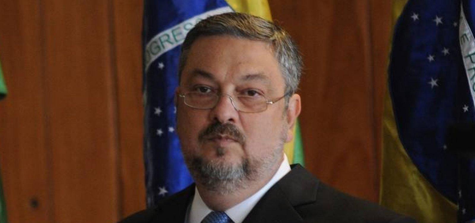 [Palocci acusa Lula de editar MP em troca de recursos para filho]