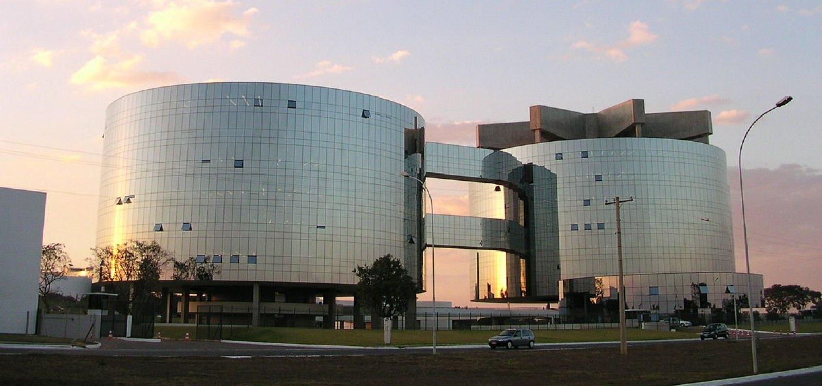 [Deputados do PT pedem que PGR aprofunde investigações contra filho e esposa de Bolsonaro]