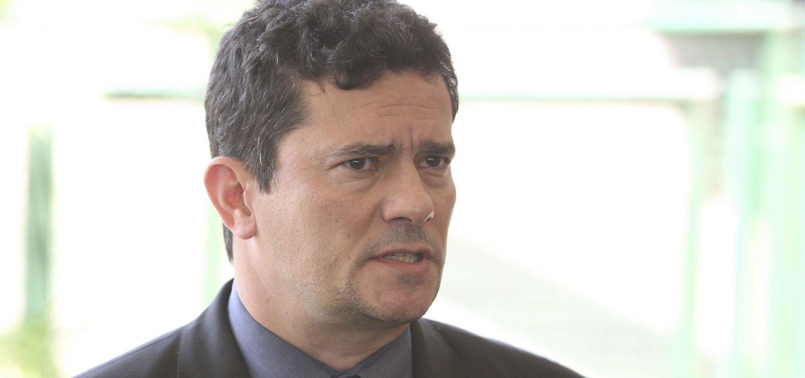 [Moro foge de perguntas sobre investigação do Coaf contra família Bolsonaro]