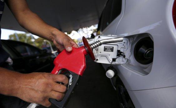 [Gasolina tem segundo reajuste no mês nas refinarias, neste sábado ]
