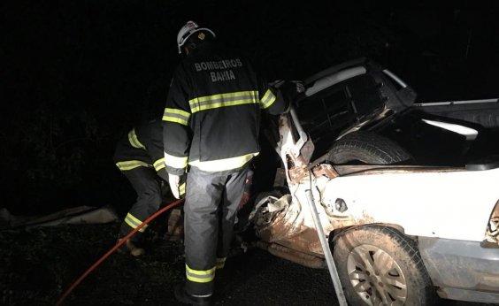 [Homem morre e três pessoas ficam feridas após acidente na BR-242]