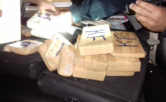 [Homem é preso com 25 kg de cocaína escondidos em fundo falso de veículo na BR-116]