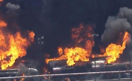 [Incêndio atinge refinaria de petróleo no Rio de Janeiro]