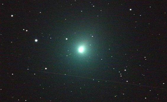 [Cometa faz uma das maiores aproximações da Terra dos últimos 70 anos]