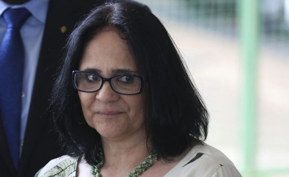 [Futura ministra, Damares Alves expõe estupro sofrido na infância ]