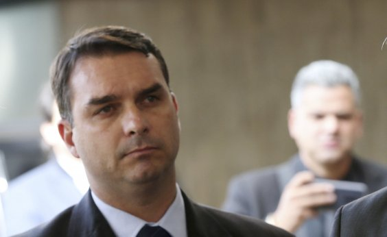 ['Quem tem que dar explicação é o ex-assessor, não eu', diz Flávio Bolsonaro sobre repasses]