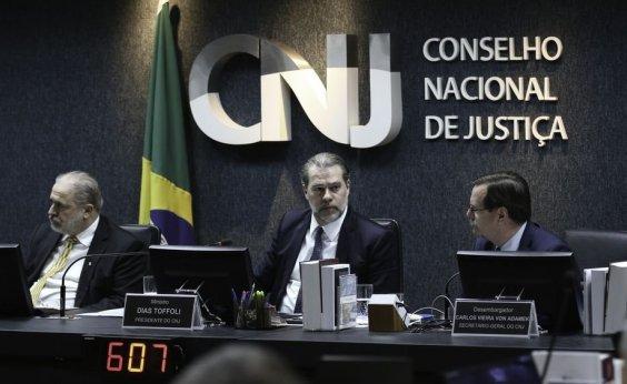 [Pagamento de auxílios a juízes dependerá de autorização do CNJ]