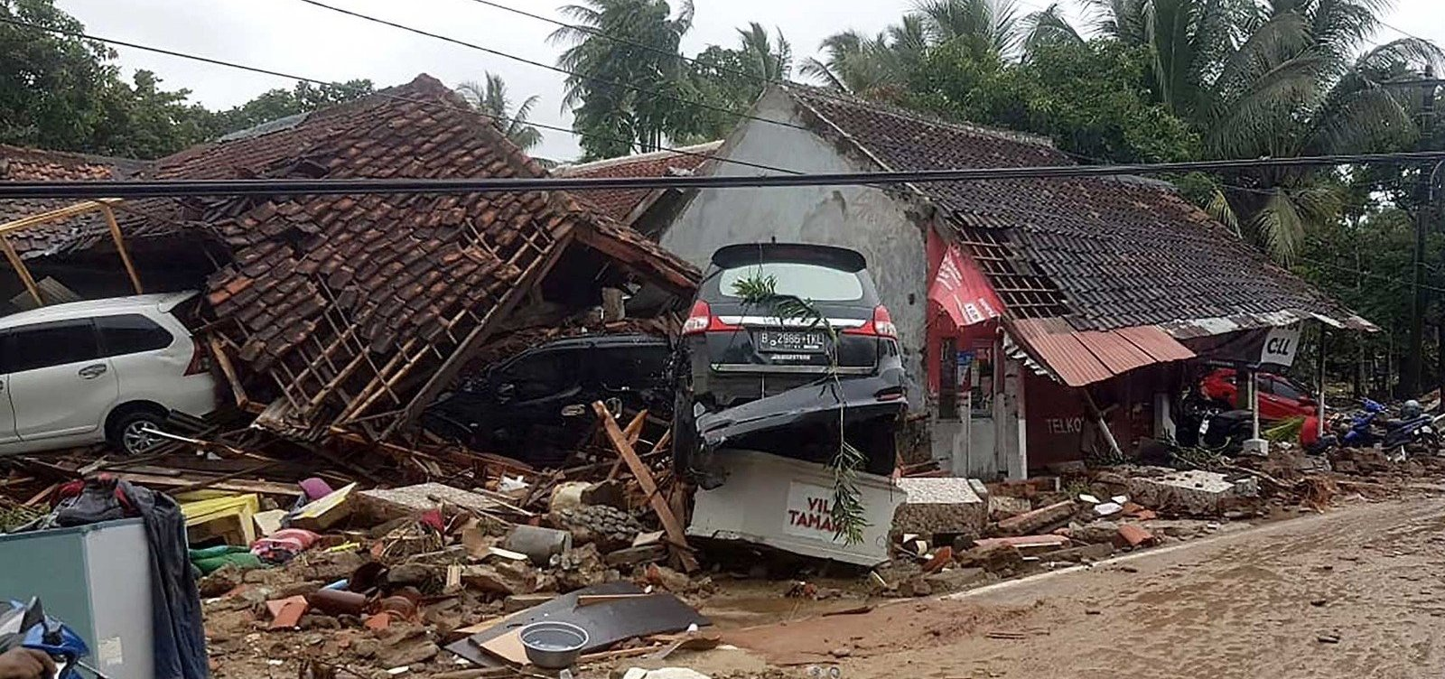 [Tsunami na Indonésia provoca 160 mortes e deixa 700 feridos]